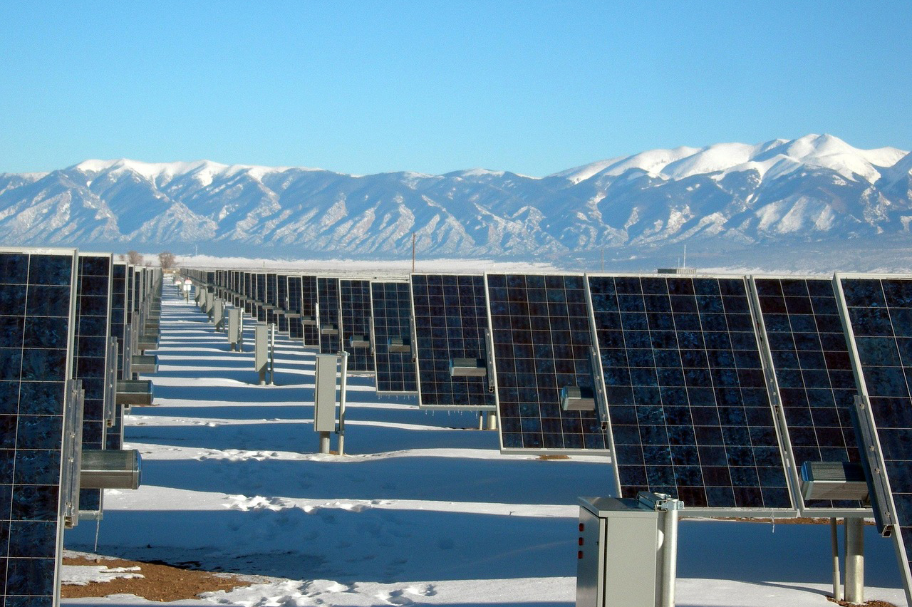 //www.noelforcolorado.com/wp-content/uploads/solar-panel-array-1591359_1280-1.jpg